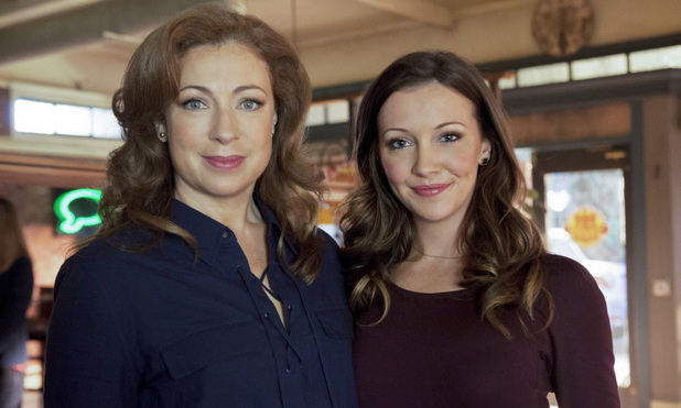 Alex Kingston and Katie Cassidy in Arrow S01E17: 'The Huntress Returns'