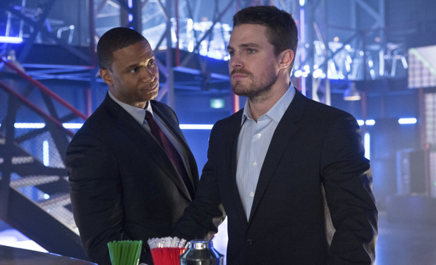David Ramsey as John Diggle and Stephen Amell as Oliver Queen in Arrow S01E17: 'The Huntress Returns'