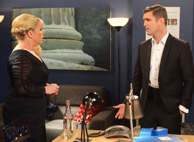 Jack tells Sharon about Ronnie.