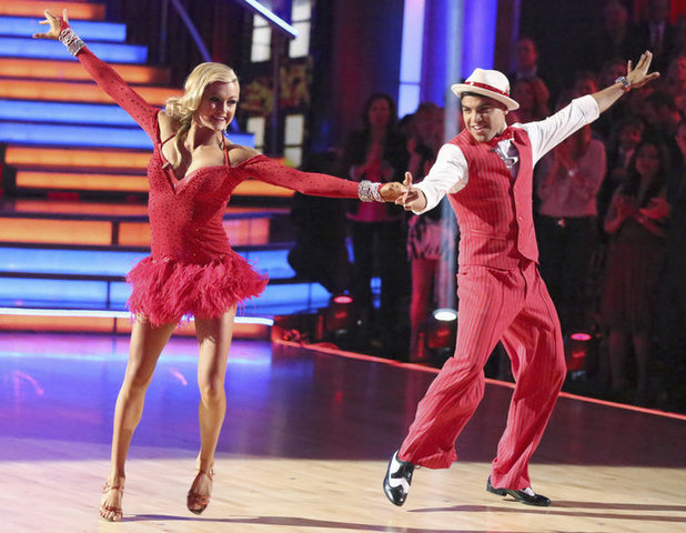 Dancing with the Stars 2013 - week 2: Victor Ortiz and Lindsay Arnold