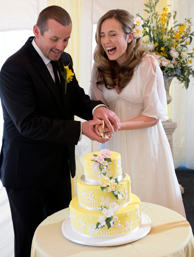 Toadie and Sonya cut into their cake