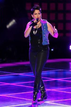 Karina Iglesias performing on The Voice S04E03