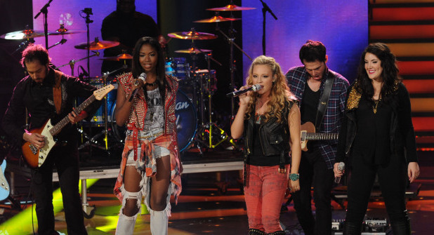 Amber Holcomb, Janelle Arthur and Kree Harrison perform together on American Idol