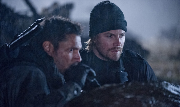 Manu Bennett as Slade Wilson and Stephen Amell as Oliver Queen in Arrow S01E18: 'Salvation'