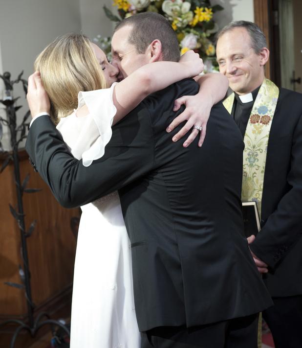 toadie kisses his bride neighbours 6602 20130416