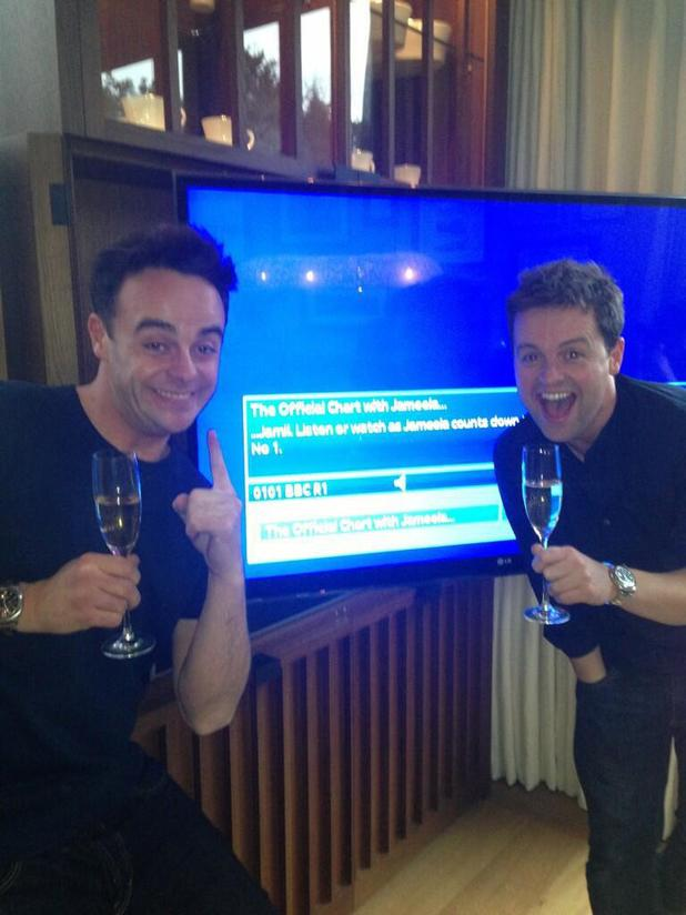 Ant & Dec celebrate their number one single in a Twitter pic