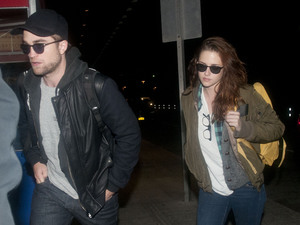 Kristen Stewart, Robert Pattinson, celebrity couples, matching clothes