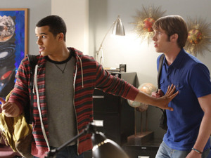 Jake (Jacob Artist) helps Ryder (Blake Jenner) in Glee S04E18: 'Shooting Star'