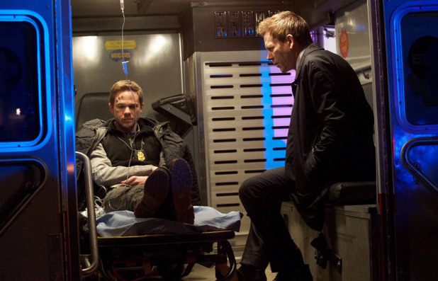 Weston (Sean Ashmore,) and Ryan Hardy (Kevin Bacon) chat in The Following S01E12: 'The Curse'