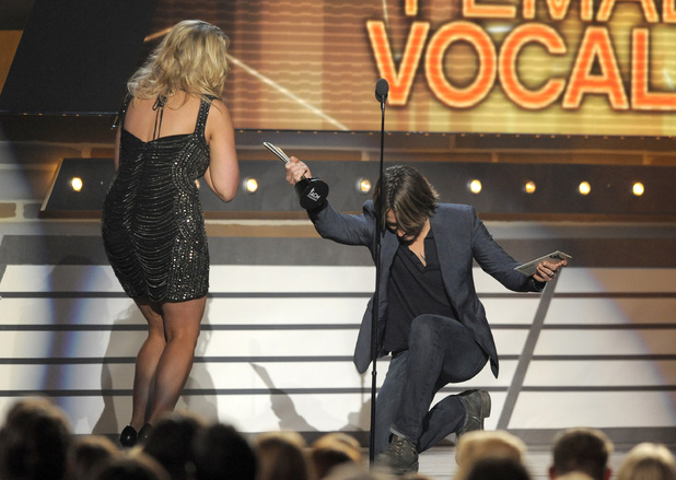 Keith Urban presents the award for Female Vocalist of The Year to Miranda Lambert at the Academy of Country Music Awards 2013