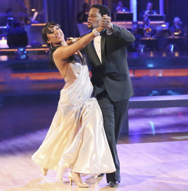 Dancing with the Stars 2013 - week 4: DL Hughley and Cheryl Burke