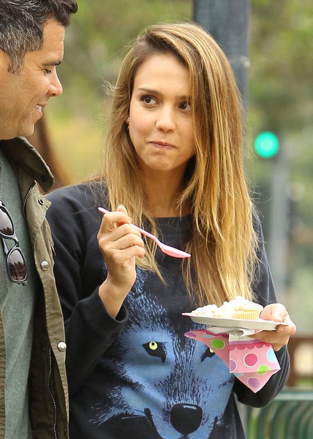 Jessica Alba, Cash Warren, cake, birthday