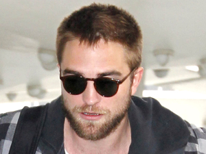 Robert Pattinson, LAX airport