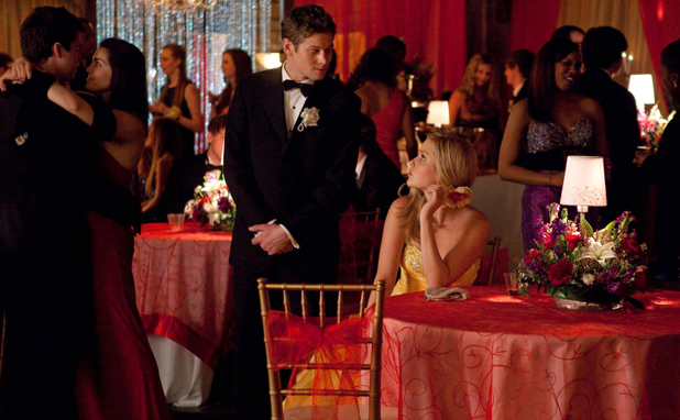 Zach Roerig as Matt and Claire Holt as Rebekah in The Vampire Diaries S04E19: 'Pictures of You'