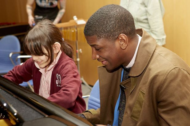 Labrinth joins in a Nordoff Robbins music therapy class