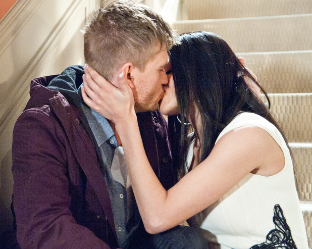 6550: Alicia struggles to come to terms with what David is saying about his feelings and the pair kiss. How Alicia react to know it was Priya that dumped David?