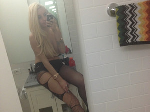 Amanda Bynes goes braless in a Twitter picture