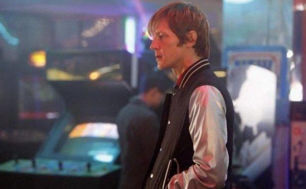 A still from Revenge S02E19: 'Identity'