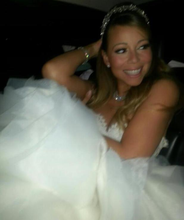 Mariah Carey renews wedding vows at Disneyland