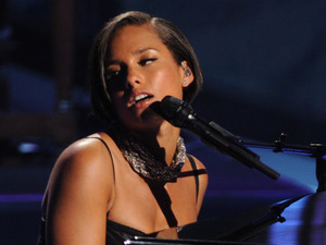 'American Idol': Alicia Keys performs on the semi-final results show