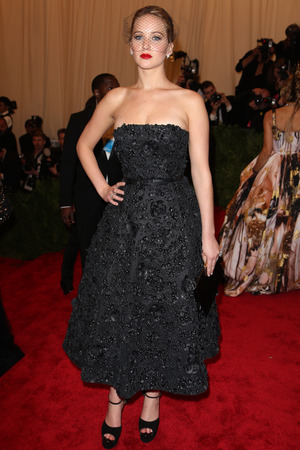 Jennifer Lawrence, Punk: Chaos To Couture exhibition, Metropolitan Museum of Art, New York, veil, fascinator, Christian Dior
