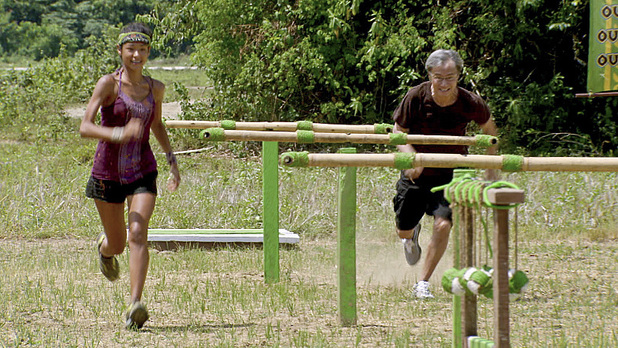 Brenda Lowe and her father compete during episode 13 of 'Survivor: Caramoan'