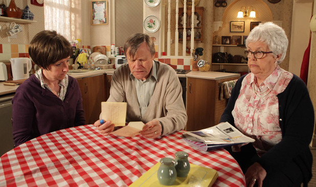 8125: Roy reads the letter from his father asking him to get in touch. With he agree to phone St. John?