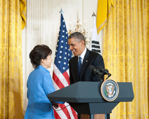 Barack Obama real handshake with South Korean president