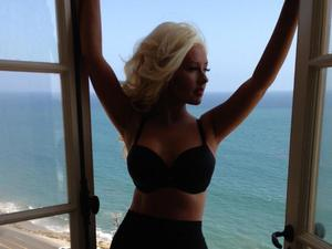 Christina Aguilera shows off her weight loss