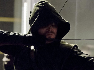 Stephen Amell as The Arrow in Arrow S01E22: 'Darkness on The Edge of Town'
