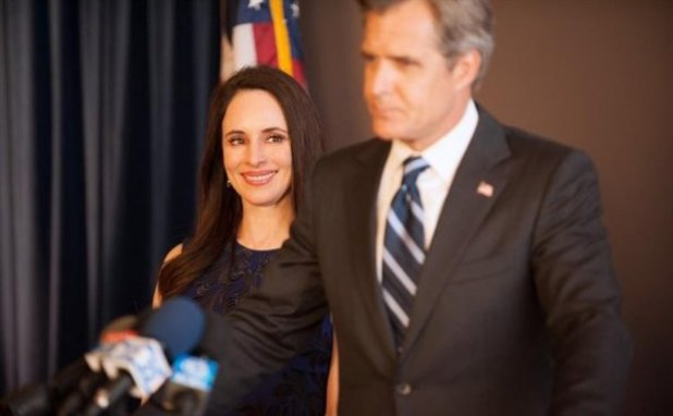 Madeleine Stowe, Henry Czerny in Revenge S02E21: Truth - Part 1