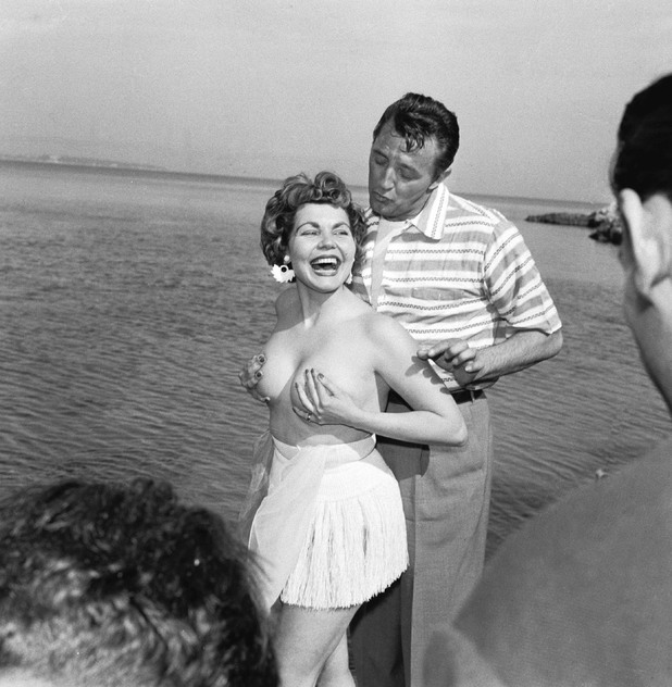 Simone Silva and Robert Mitchum