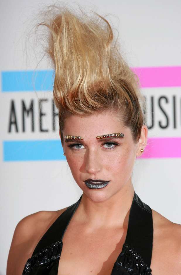 Ke$ha, quiff, blonde, 2010 American Music Awards, Los Angeles