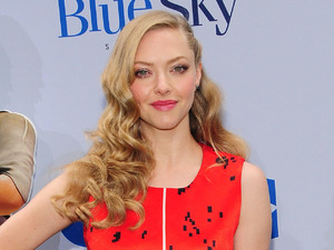 Amanda Seyfried, Preen red dress, New York premiere of Epic, Givenchy heels