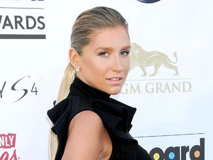 ke$ha, side bum, dress, mini-dress, side slit, Billboards 2013 Las Vegas