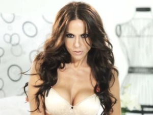 Laura Miller in her music video for Si Me Dejas No Vale