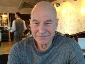Bryan Singer has lunch with Patrick Stewart