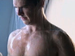 Benedict Cumberbatch John Harrison shower scene in 'Star Trek Into Darkness'