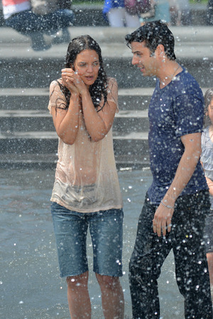 Katie Holmes, Luke Kirby, Mania Days, filming in a fountain, New York