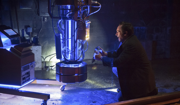 Paul Blackthorne as Detective Lance in Arrow S01E23: 'Sacrifice'