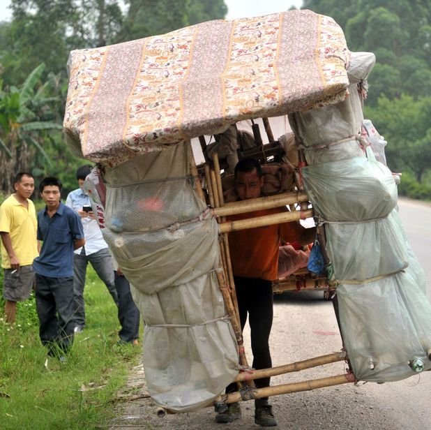 Liu Lingchao carries portable house on his back wherever he goes in China