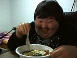 Korean giggling while enjoying food goes viral - video
