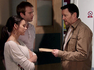 8143: Owen gives Tina her final instalment of money for the baby - she tells Tommy she hates herself, feeling like she's sold her child