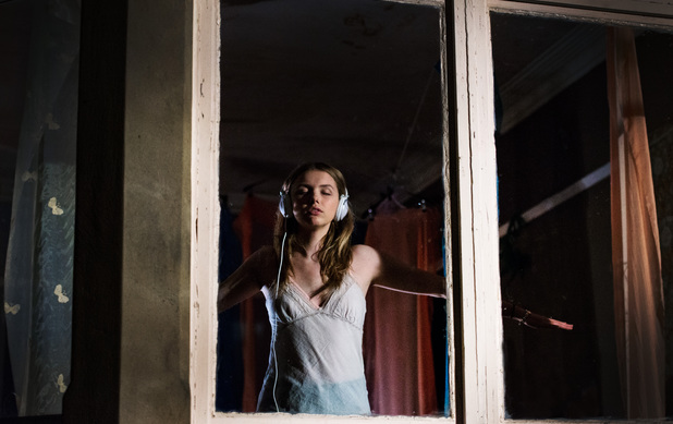 Cassie (Hannah Murray)