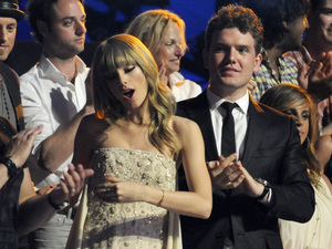 Taylor Swift dances in the audience at the 2013 CMT Music Awards