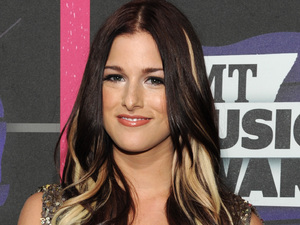 Cassadee Pope arriving at the 2013 CMT Music Awards