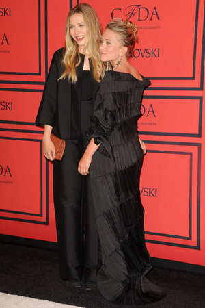 Elizabeth Olsen, Mary-Kate Olsen, 2013 CFDA Awards, New York, famous siblings