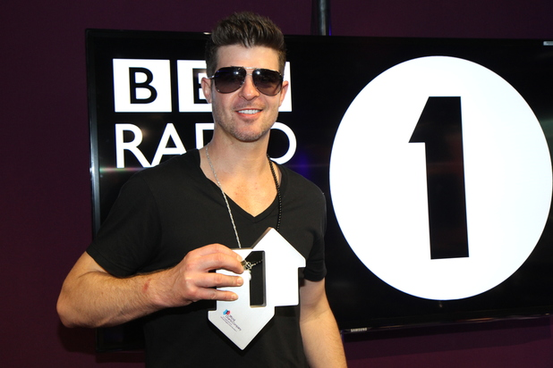 Robin Thicke celebrates his UK number one single