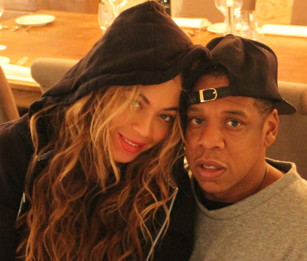 Beyoncé and Jay-Z pose together