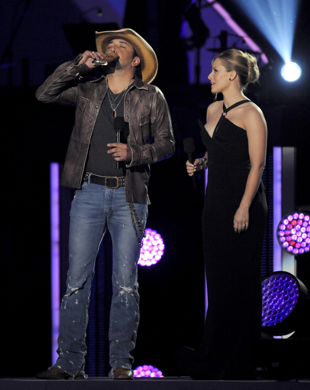 Hosts Jason Aldean and Kristen Bell